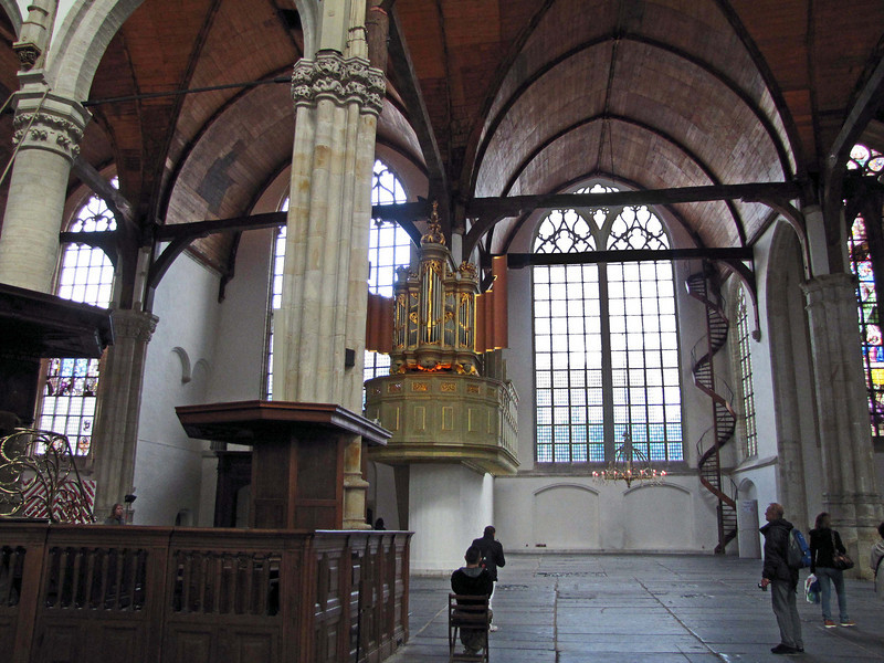 15-The small organ (in the right aisle)