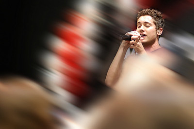 Drew Seeley Verizon performance photos 10-27-07