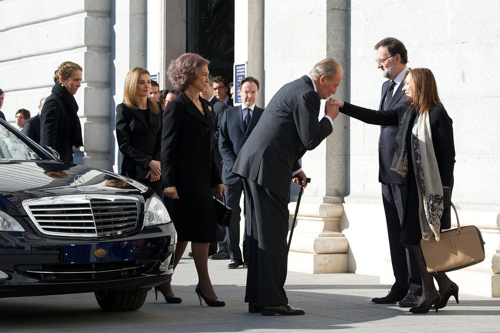 . MADRID, SPAIN - MARCH 11:  (L-R) Princess Elena of Spain, Princess Letizia of Spain, Queen Sofia of Spain and King Juan Carlos of Spain greet Spanish Prime Minister Mariano Rajoy and wife Elvira Fernandez before the 10th anniversary Mass to pay homage to the victims of the Madrid train bombings at the Almudena Cathedral  on March 11, 2014 in Madrid, Spain.  (Photo by Carlos Alvarez/Getty Images)