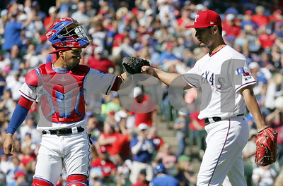 rangers-win-52-to-complete-4game-sweep-over-royals
