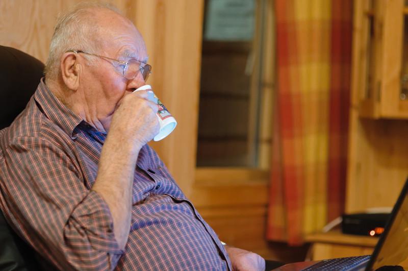 """Opa spielte doch lieber Skat mit """"Heino und Hans Günther"""" auf seinem Laptop."""