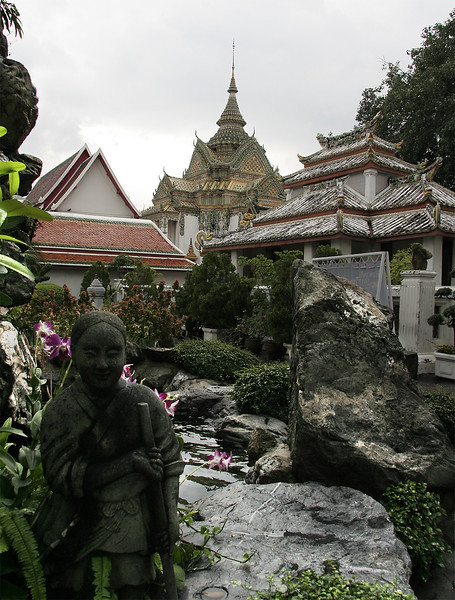 A fountain at the Wat Pho complex.