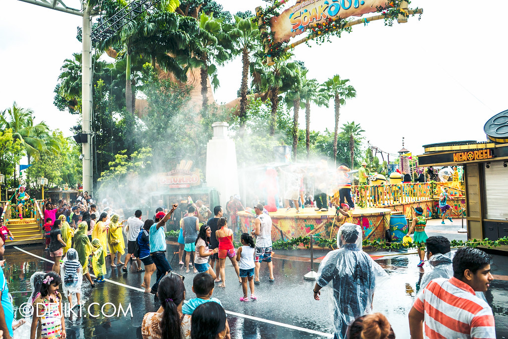 Universal Studios Singapore - Park Update May 2016 / Universal Studios Singapore Soak Out - Splash spray