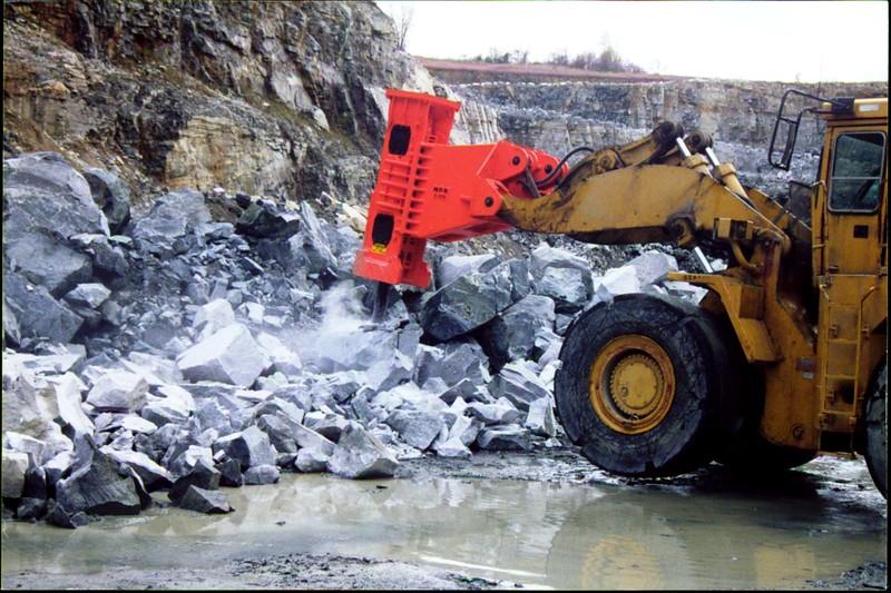 NPK E225 hydraulic hammer on Cat wheel loader (3).JPG