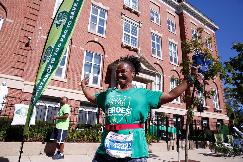 The Mercy Mile at the 2017 Bank of America Chicago Marathon on Sunday, October 8, 2017 in Chicago, Illinois CREDIT: Photo by John Konstantaras / Mercy Home For Boys & Girls © 2017. ALL RIGHTS RESERVED  http://JohnKonPhoto.com