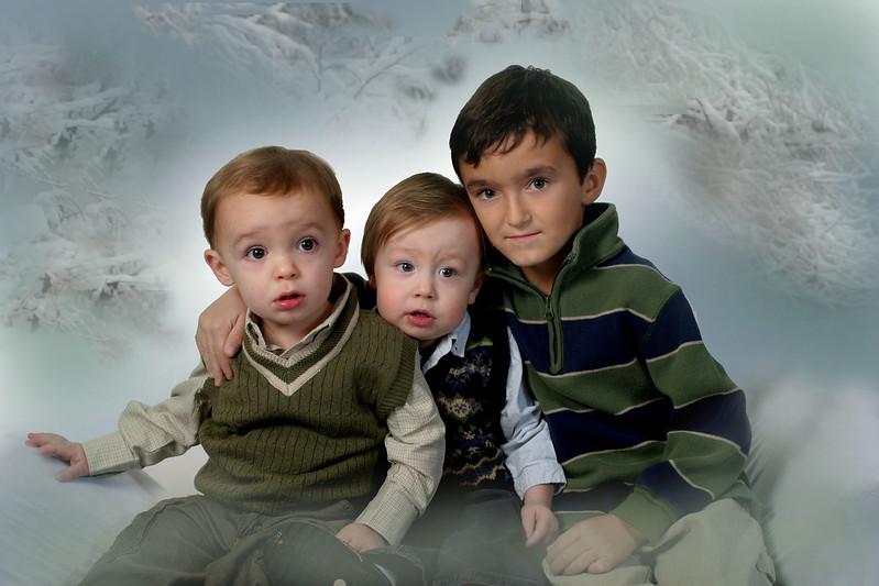 3 kids snow 08.jpg