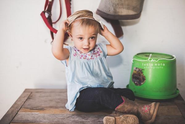KAYLEE AT THE BARN