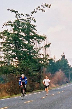 2003 Pioneer 8K - Lead cyclist Steve Bachop and leader Jon Brown