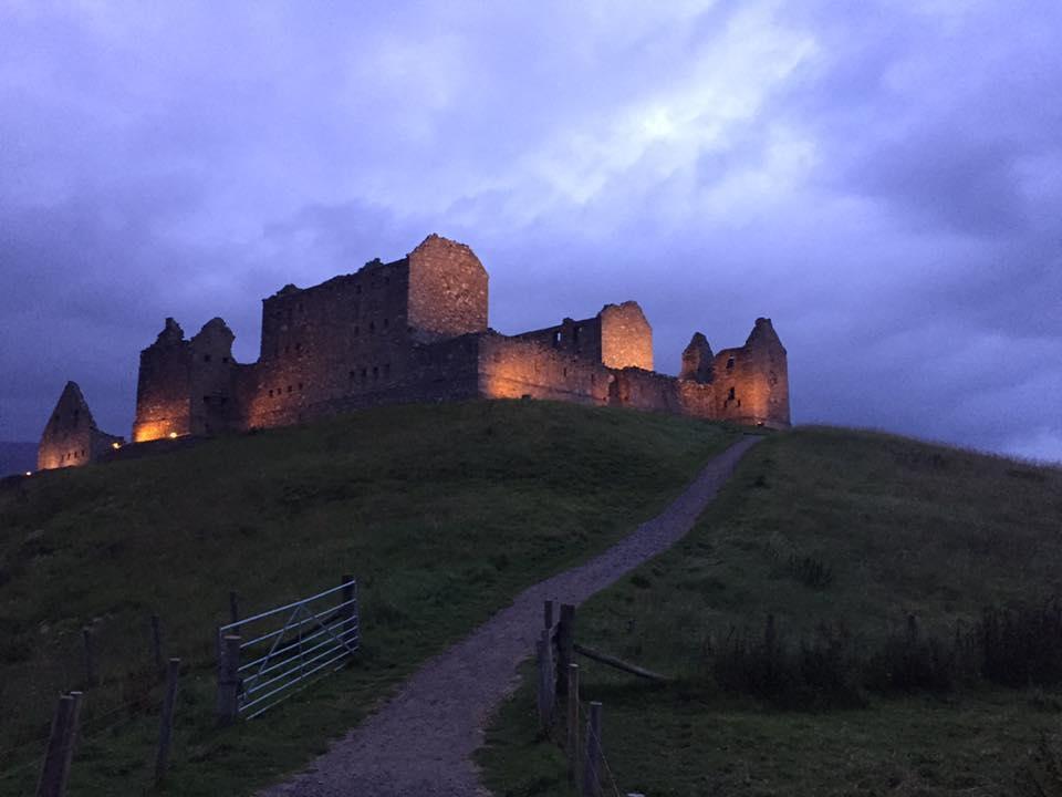 8/16 - Glamis, Claypotts,  Mains Castles