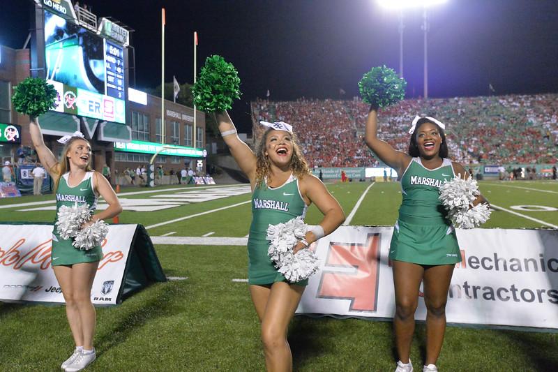cheerleaders7076.jpg