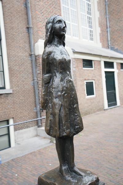 09-17-16 DSC01249 Amsterdam Along walk.jpg