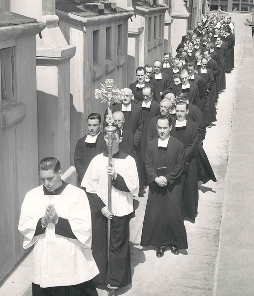 1948 Jubilee Procession into Cathedral.jpg