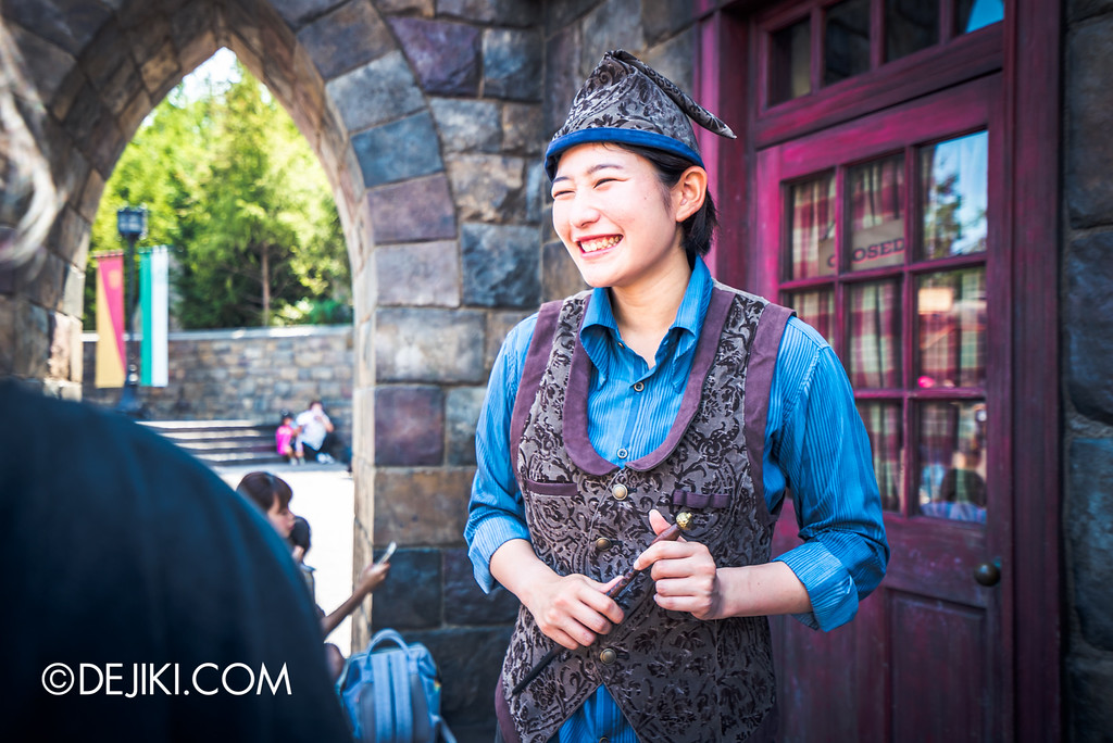 Universal Studios Japan - The Wizarding World of Harry Potter - Hogsmeade wand magic crew members helping