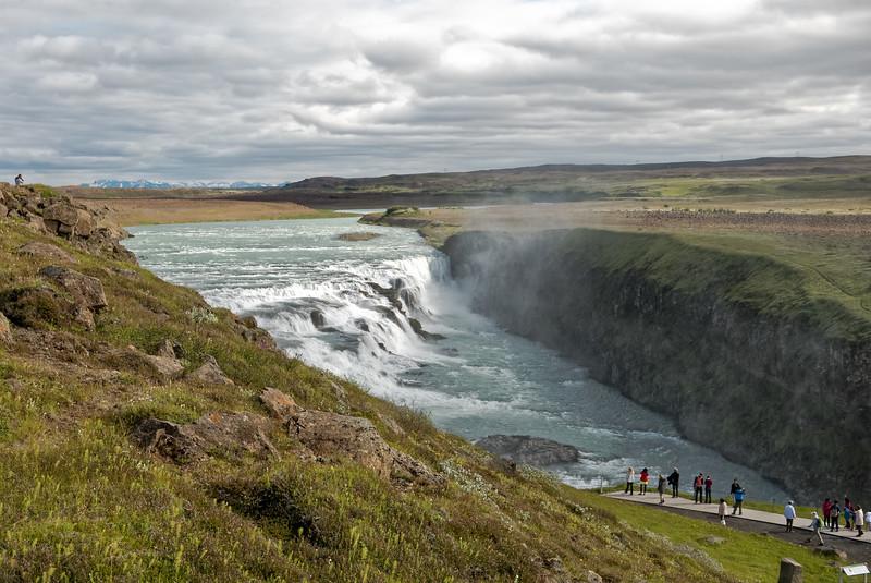 Der Gullfossen ist eine der Hauptattraktionen in Island. Kurz danach geht die Reise auf unbefestigten Strassen los.