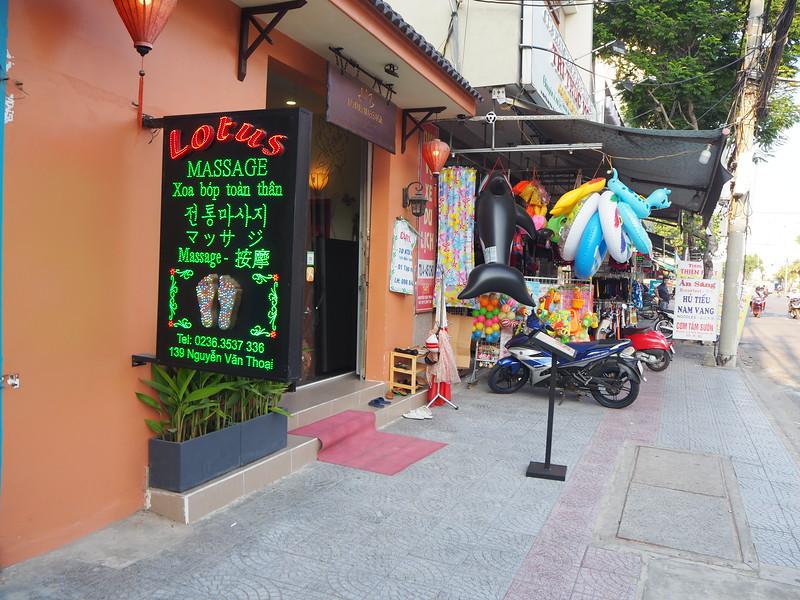 PA080095-lotus-massage.JPG