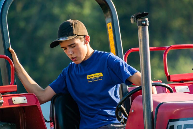 Tractor Pulling 2015-9012.jpg