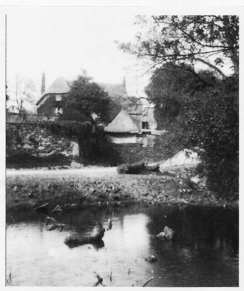 Draycot Farmstead and old pond c1900