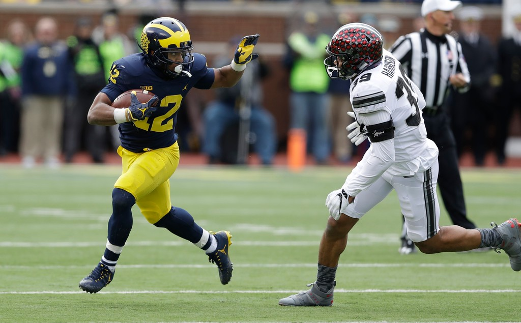 . Ohio State linebacker Malik Harrison (39) closes in on Michigan running back Chris Evans (12) during the first half of an NCAA college football game, Saturday, Nov. 25, 2017, in Ann Arbor, Mich. (AP Photo/Carlos Osorio)