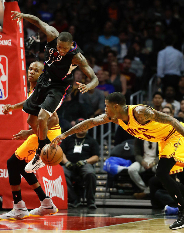 . Cleveland Cavaliers\' DeAndre Liggins, right, steals the ball from Los Angeles Clippers\' Jamal Crawford during the second half of an NBA basketball game Saturday, March 18, 2017, in Los Angeles. (AP Photo/Jae C. Hong)