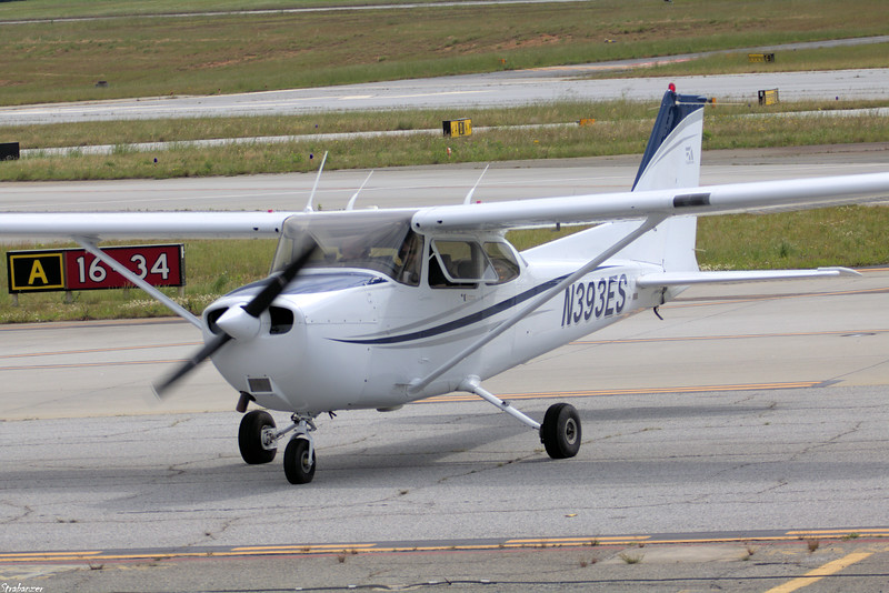 Cessna 172R Skyhawk c/n 17280138  N393ES LANIER EQUIPMENT LEASING LLC Arriving from Fulton County KFTY KPDK, GA, 05/08/2021, This work is licensed under a Creative Commons Attribution- NonCommercial 4.0 International License.