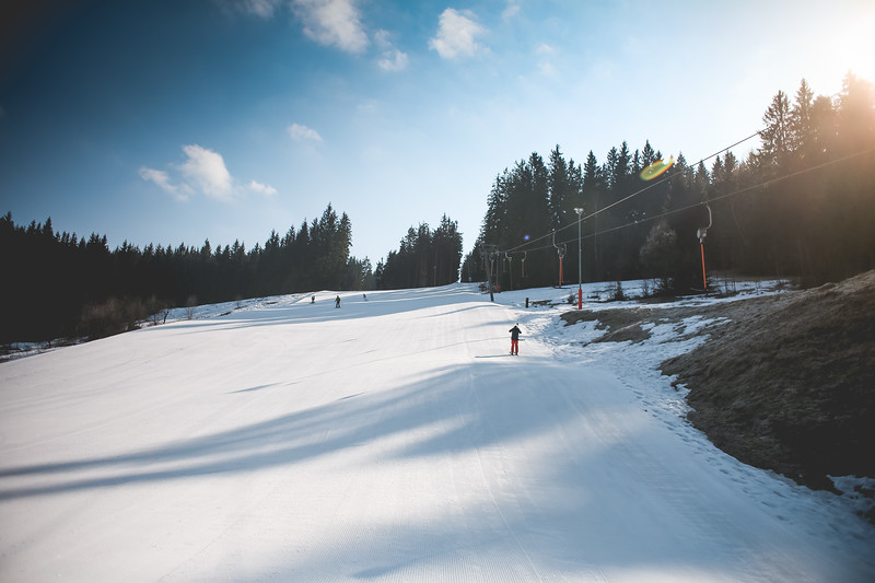 ski-slope-with-sunny-weather-picjumbo-com.jpg