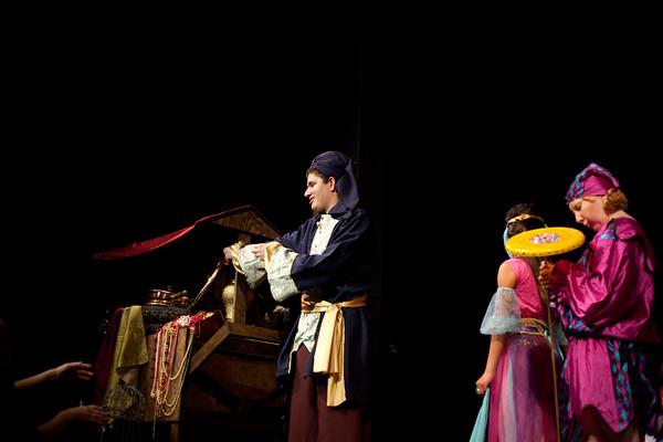 Aladdin Cast A Dress