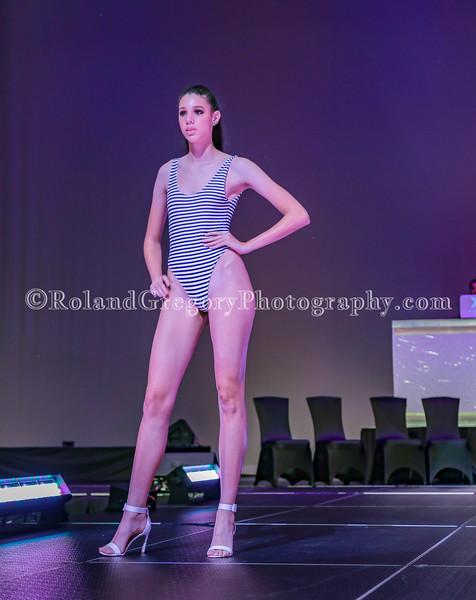 100 Womens Fashion show2019-3481.jpg