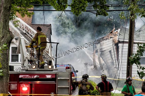 East Haven plane crash 64 Charter Oak Avenue