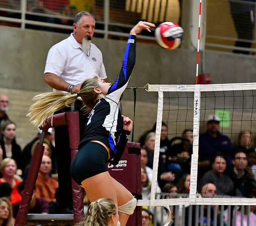 11/14/2018 Mike Orazzi | Staff Bristol Eastern's Zoe Lowe (7) during the Class L Semifinal State Girls Volleyball Tournament with Woodstock Academy held at Windsor High School Wednesday night.