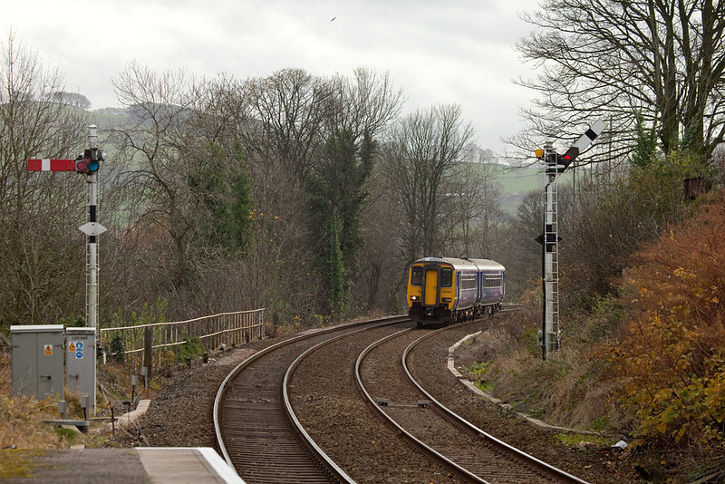156 483 approaches Furness Vale.