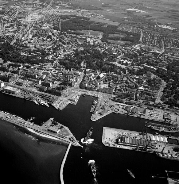 Helsingborg City with Harbor and Kärnan | EE.1209