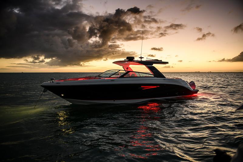 2021-SLX-R-400-e-Outboard-profile-front-three-quarter-dusk-01.jpg