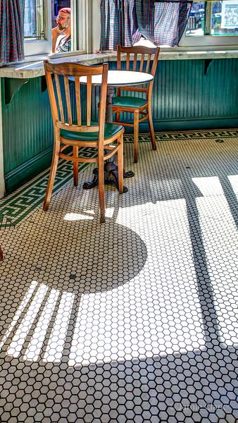 Melt! Cafe Shadows
