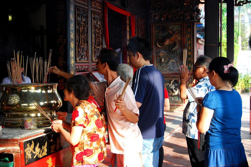 burning insense at Cheng Hoon Teng temple in Malacca.jpg