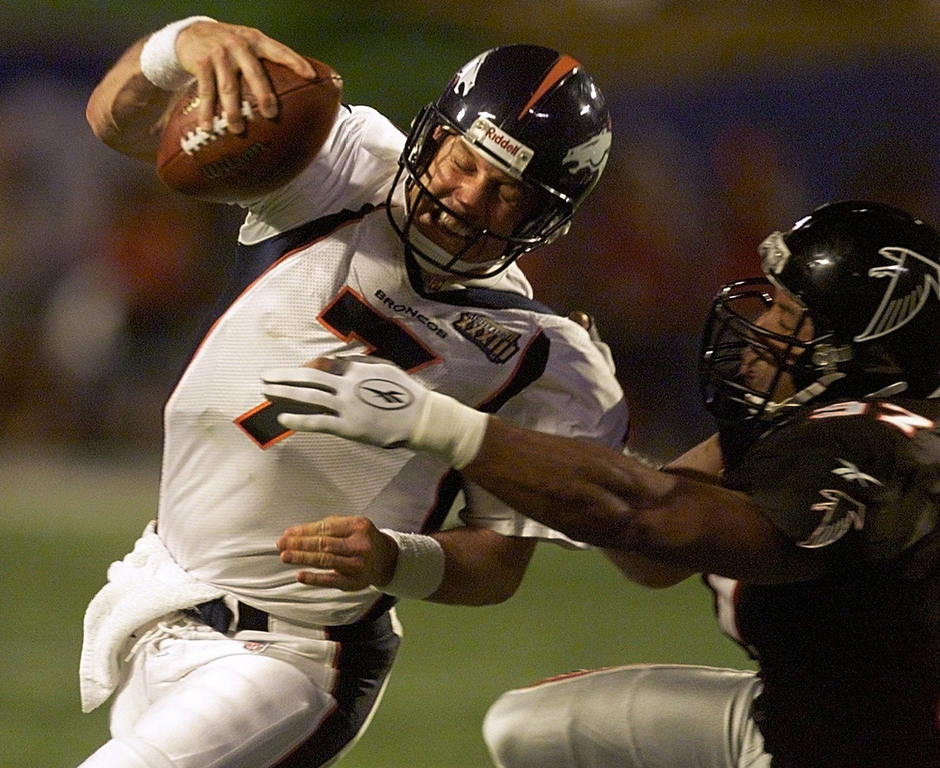 . The Broncos defeated the Falcons by the score of 34�19, winning their second consecutive Super Bowl. The game was played on January 31, 1999, at Pro Player Stadium in Miami, Florida.   Denver quarterback John Elway, #7,  is hit by Atlanta\'s Cornelius Bennett,  #97, in third quarter of Super Bowl XXXIII, at Pro Player stadium in Miami, Florida.  PHOTOGRAPH BY GARY BOGDON/ORLANDO SENTINEL