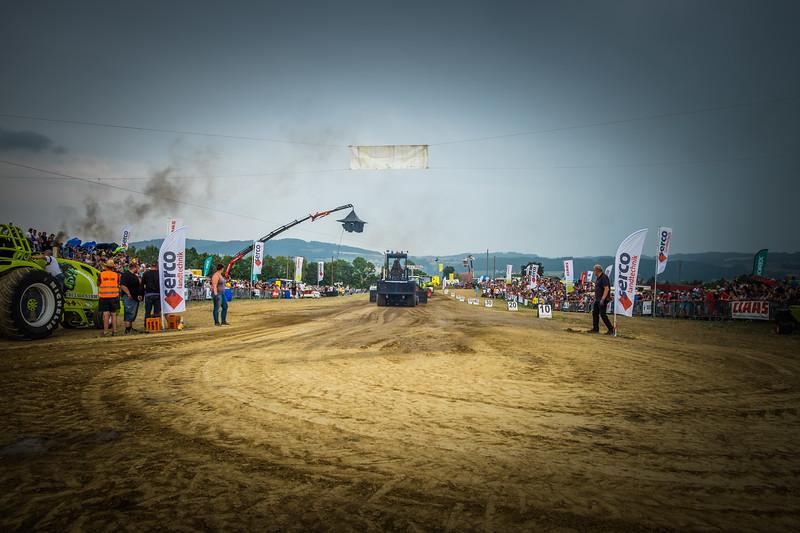 Tractor Pulling 2015 XE2-2613.jpg