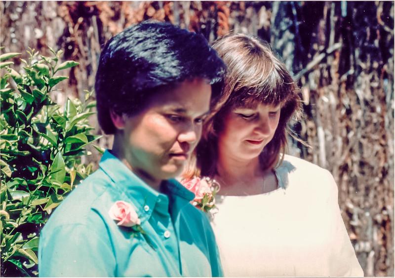 19861129_Gill_&_Tuan,_by_the_punga_fence_(2),_Moana_Ave-Edit.jpg