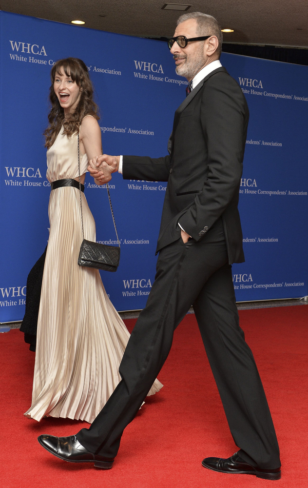 . Jeff Goldblum and Emilie Livingston arrive at the White House Correspondents\' Association (WHCA) annual dinner in Washington on May 3, 2014.    AFP PHOTO/Nicholas KAMMNICHOLAS KAMM/AFP/Getty Images