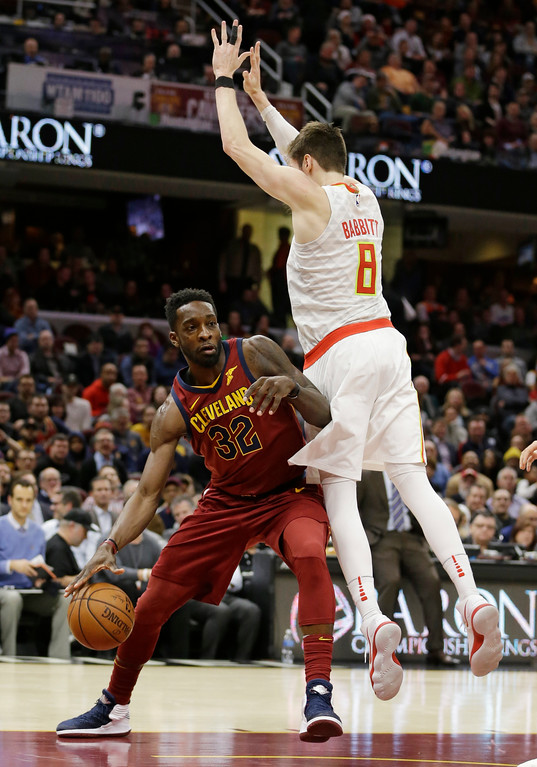 . Cleveland Cavaliers\' Jeff Green (32) drives around Atlanta Hawks\' Luke Babbitt (8) in the second half of an NBA basketball game, Tuesday, Dec. 12, 2017, in Cleveland. (AP Photo/Tony Dejak)