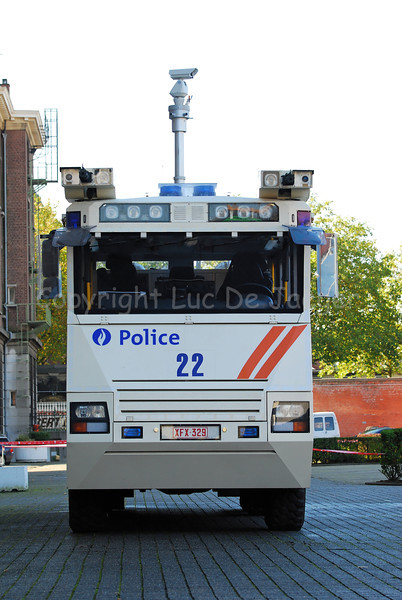 "Front view of the brand new Ziegler Wawe 9 water cannon mounted on a MAN TGA chassis. The Ziegler water cannons will replace the <A HREF=""http://lucdejaeger.smugmug.com/gallery/3565201#204352901"">MOL MSB18 6x6</A> vehicles. Notice the central telescopic camera that can send images to any other location. Aside of the central camera there are two other cameras installed, one beside each cannon."