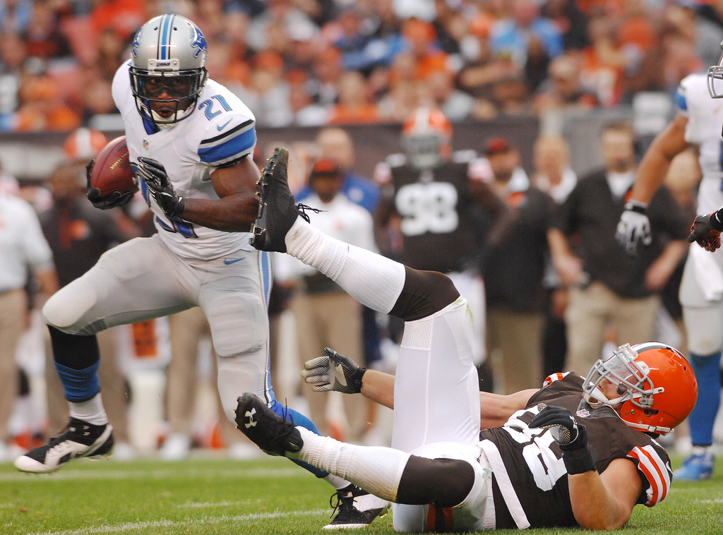 . Michael Allen Blair/MBlair@21st-CenturyMedia.com Detroit Lions\' runningback Reggie Bush slips away from Browns\' linebacker Paul Kruger during the first quarter of Sunday\'s game at FirstEnergy Stadium in Cleveland, OH. on October 13, 2013.
