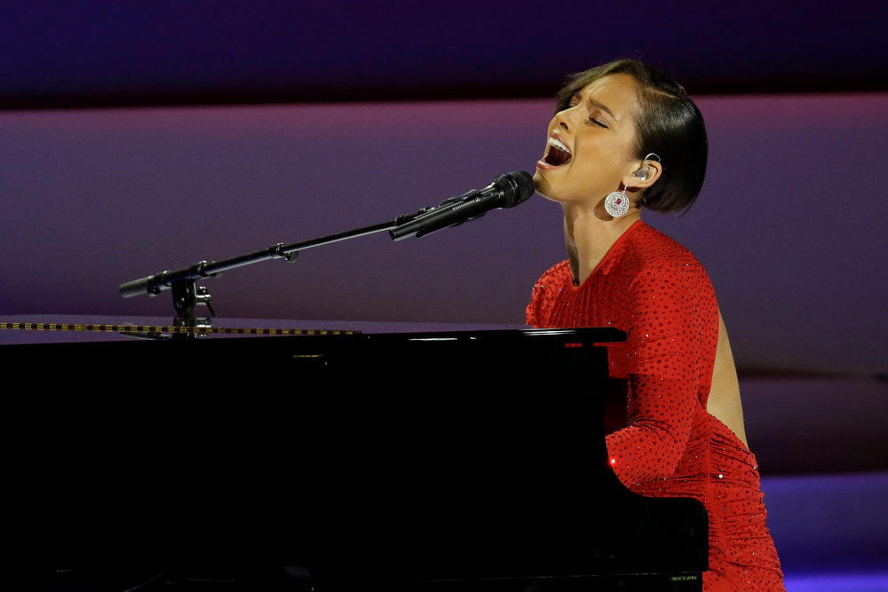 Description of . Alica Keys performs during Inaugural Ball in the Washington Convention Center at the 57th Presidential Inauguration in Washington, Monday, Jan. 21, 2013. (AP Photo/Paul Sancya)