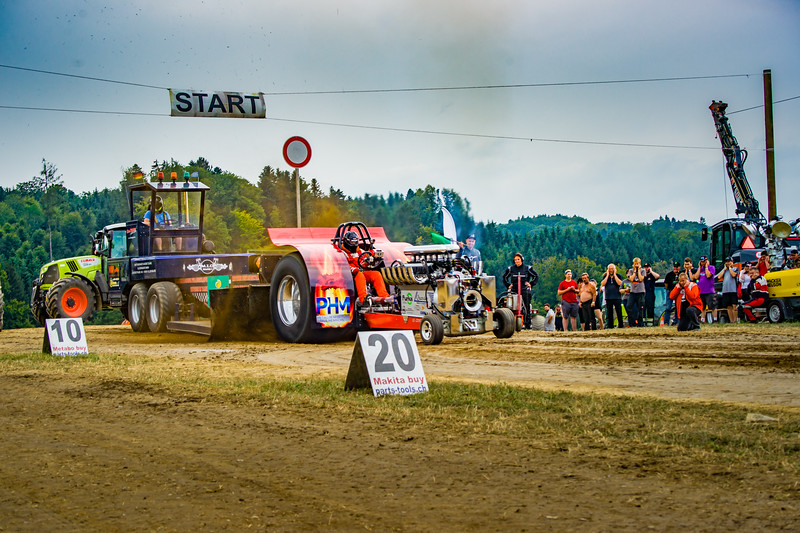 Tractor Pulling 2015-02400.jpg