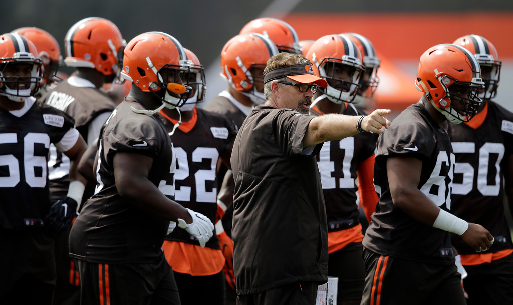 . Cleveland Browns defensive coordinator Greg Williams, center, gives instruction during practice at the NFL football team\'s training camp facility, Thursday, July 27, 2017, in Berea, Ohio. (AP Photo/Tony Dejak)