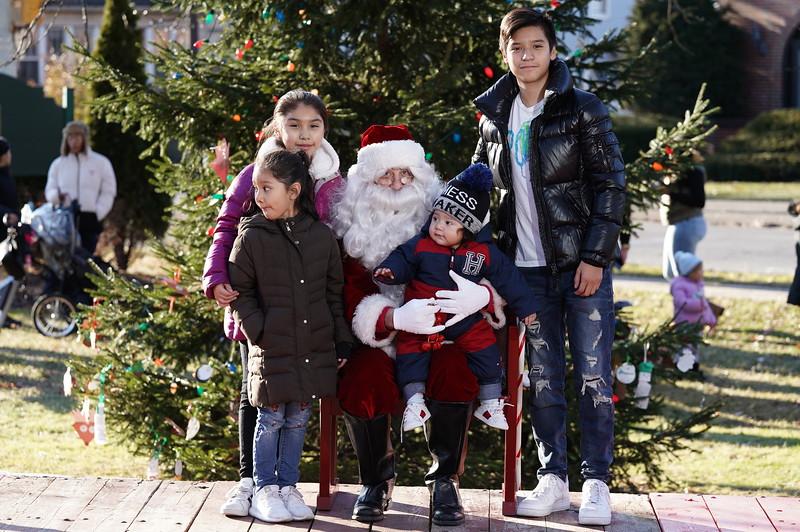 Santa In The Park 20190156.JPG