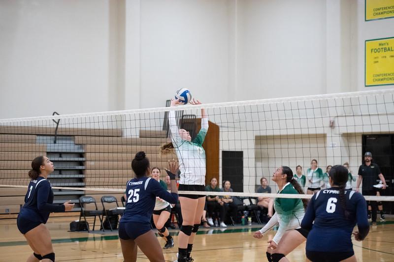 W-Volleyball-2018-10-03-6525.jpg