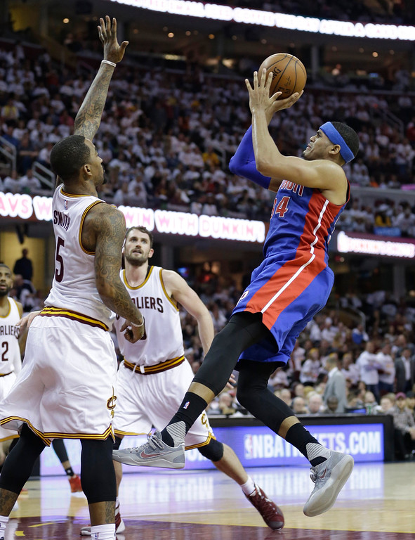 . Detroit Pistons� Tobias Harris, right, shoots against Cleveland Cavaliers\' J.R. Smith, left, and Kevin Love in the second half in Game 2 of a first-round NBA basketball playoff series, Wednesday, April 20, 2016, in Cleveland. (AP Photo/Tony Dejak)