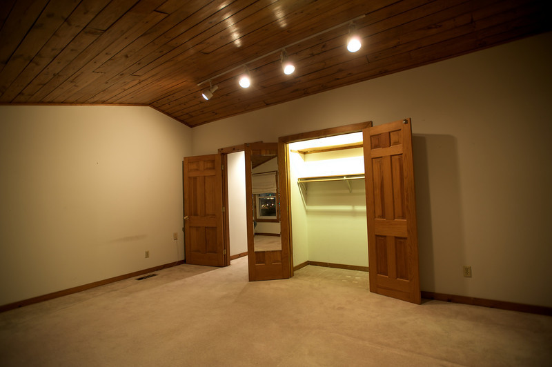 MASTER BEDROOM - LARGE CLOSET
