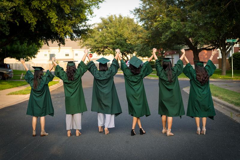 20200521_sarah-friends-connally-graduation_058.jpg