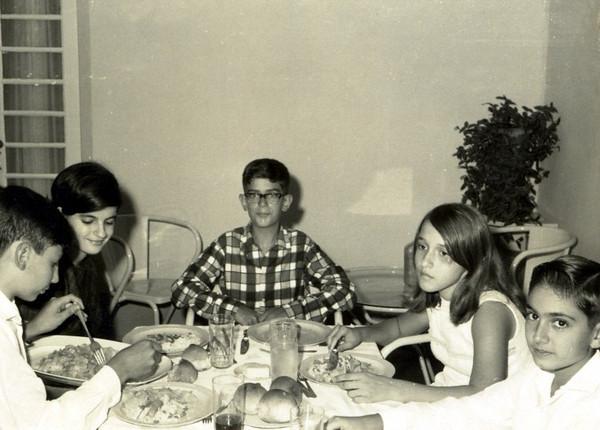 1965- Dundo